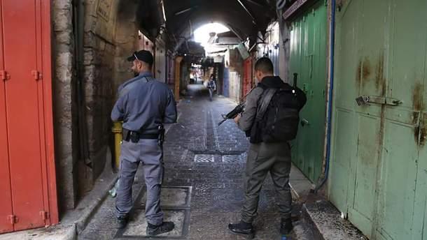 В Иерусалиме террорист напал на прохожих