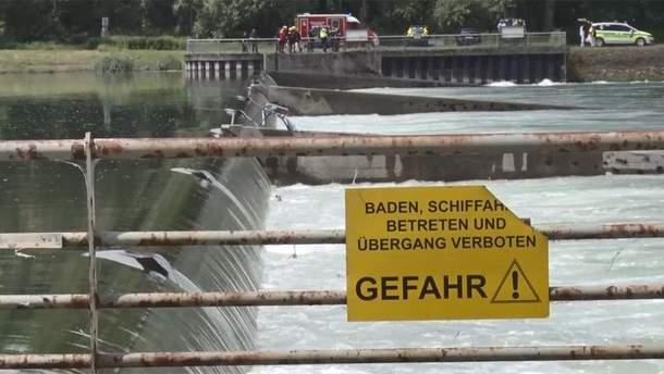 Во Франции на Рейне перевернулась лодка с туристами