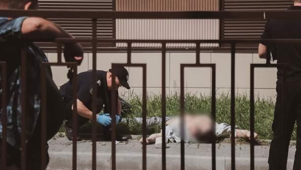 В Киеве мужчина выпал из окна 12 этажа: фото, видео