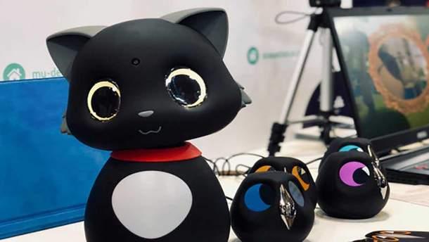 Китайцы создали робота-кота, который реагирует на прикосновения: видео