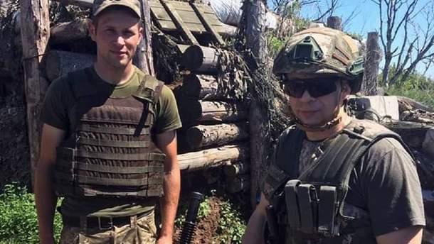 Командувач об'єднаних сил генерал лейтенант Олександр Сирський (зліва)
