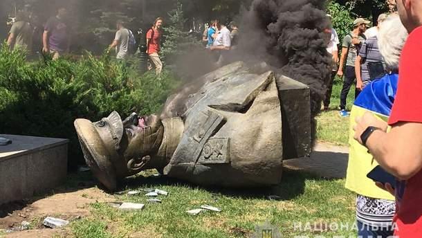 Поліція відкрила справу через знесення бюста Жукова в Харкові