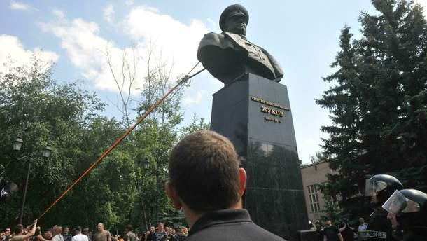 Свержение памятника Жукову в Харькове