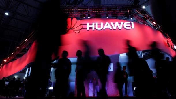 Huawei зменшує виробництво смартфонів