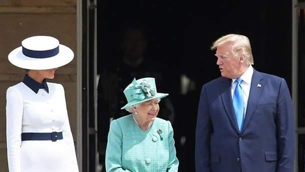 Дональд Трамп отметился курьезом во время встречи с Елизаветой II