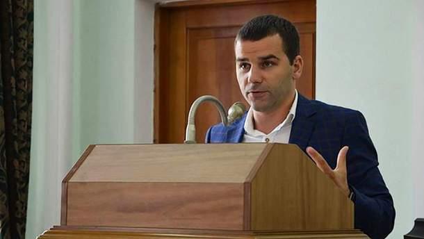 Скандальный депутат от БПП разбрасывался деньгами на отдыхе в Одессе: видео