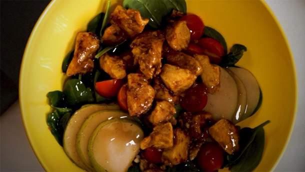 Теплый салат со шпинатом и курицей: рецепт приготовления