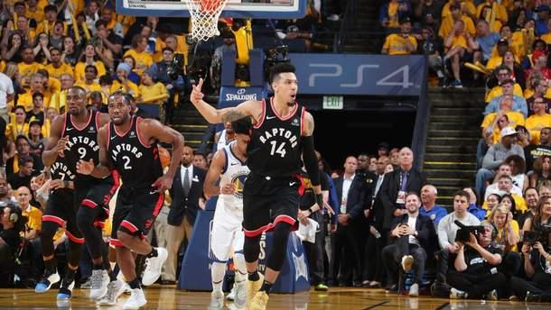 """Торонто"" неожиданно победил ""Голден Стэйт"" в третьем матче финала НБА: видео"