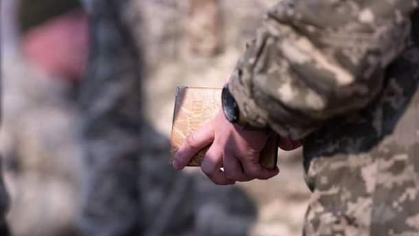 За незаконне носіння військової форми загрожуватиме штраф