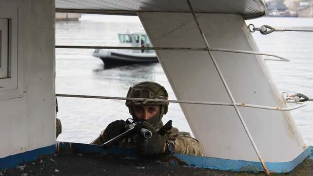 Боец ДОЗОРа на американском Safe Boat 27