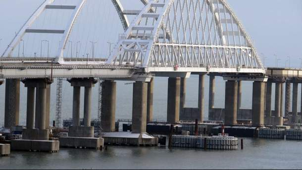 Окупанти назвали дату запуску поїздів по Кримському мосту