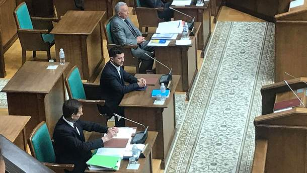 Зеленський прийшов на засідання Конституційного суду щодо розпуску Ради