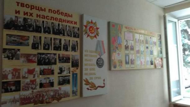 Стіни виборчкому у Дніпрі прикрашають радянські символи