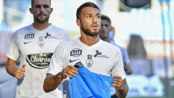 Алжирський футболіст оголився під час прямого ефіру, його вигнали зі збірної: відео