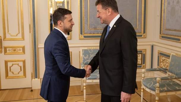 Зеленский обсудил с главой ОБСЕ Лайчаком войну на Донбассе