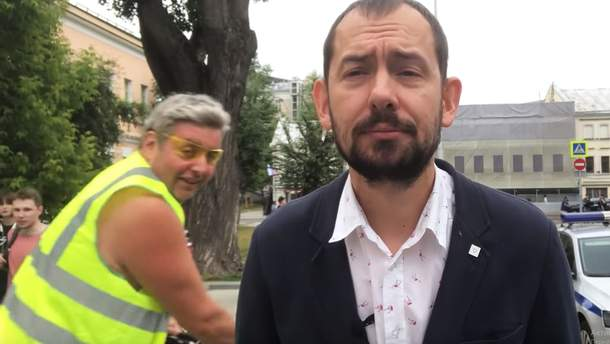 """""""Слава Украине"""" в центре Москвы выкрикнул мужчина в желтом жилете при включении журналиста Цимбалюка"""