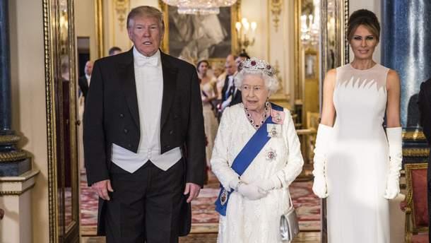 Дональд и Мелания Трамп с Елизаветой II