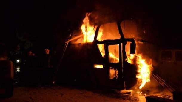Пожар на стоянке транспортного предприятия