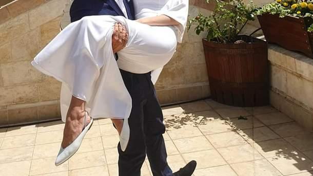 Дмитрий Комаров и Александра Кучеренко поженились - фото с женой