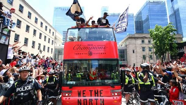 """Во время парада чемпионов НБА """"Торонто"""" произошла стрельба, есть пострадавшие: видео"""