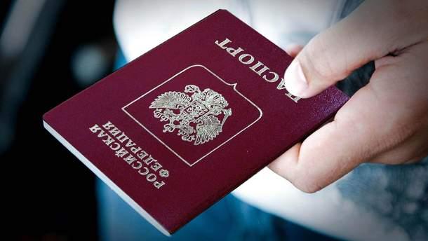 Как Россия выдает паспорта людям с оккупированных территорий