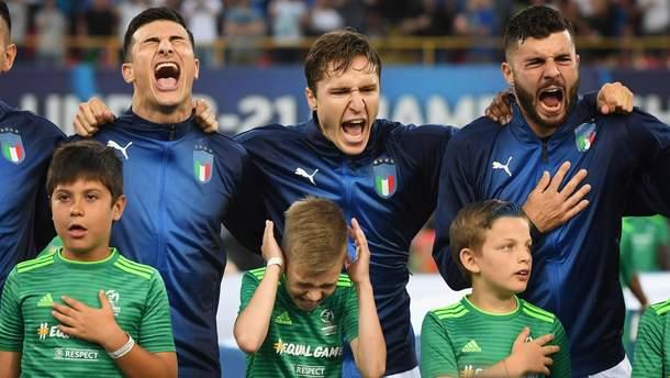 Футболисты сборной Италии оглушили детей громким исполнением гимна: яркие фото