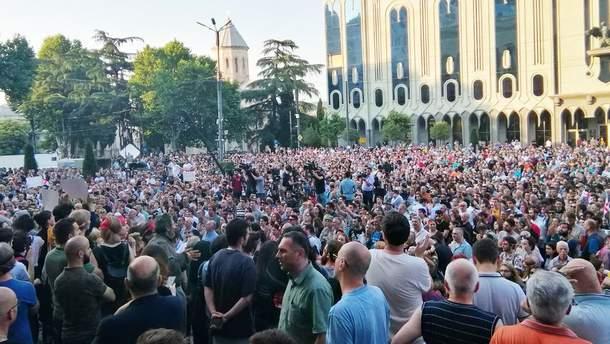 Антироссийские протесты в Грузии у здания парламента 21 июня