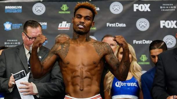 """Американський боксер Чарло брутальною """"двійкою"""" відправив суперника в глибокий нокаут: відео"""