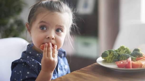 Як пояснити дитині, які продукти їй не можна їсти