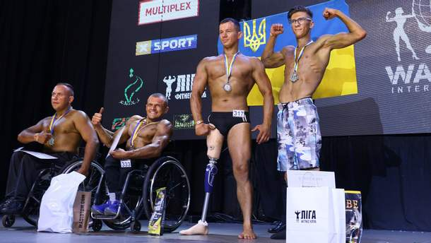 Павло Козак та параатлети під час Чемпіонату світу з бодібілдингу та фітнесу WABBA INTERNATIONAL 2019