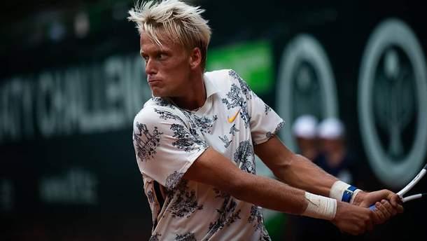 Австралійський тенісист розтрощив усі свої ракетки після поразки на Вімблдоні: відео