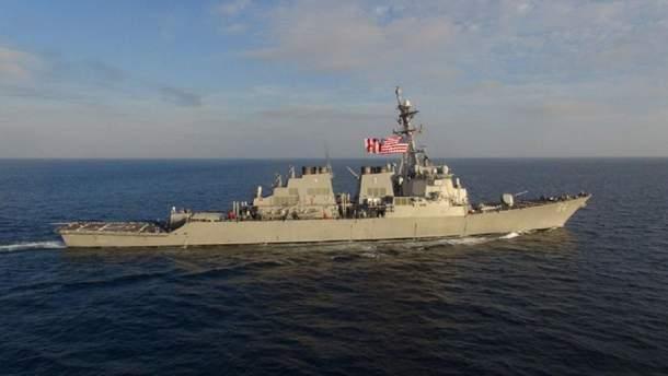 Американський есмінець USS Carney