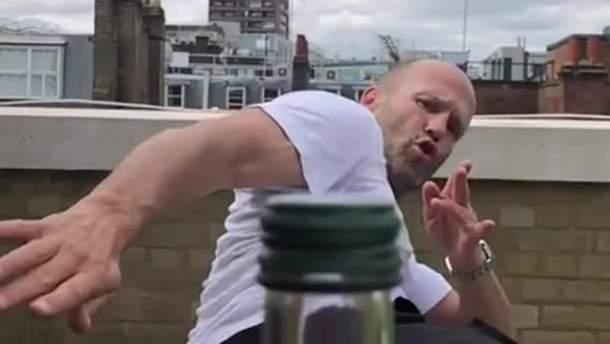 Bottle Cap Challenge – Макгрегор бросил вызов Мейвезеру – видео