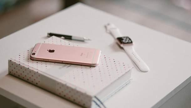 Apple працює над дешевою версією iPhone