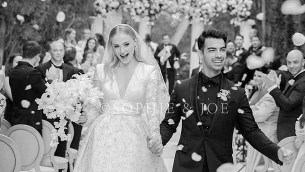"""Софі Тернер з """"Гри престолів"""" та Джо Джонас одружились"""