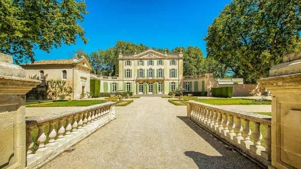 Середньовічний замок у Франції, де відбулось весілля Софі Тернер і Джо Джонаса