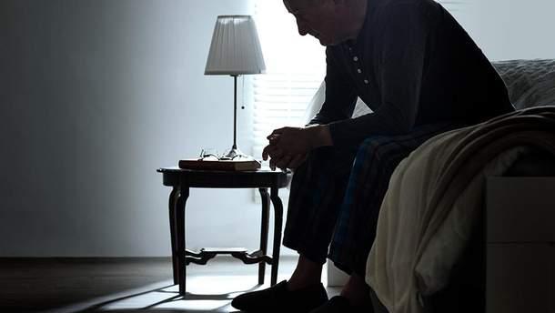 Какой фактор повышает риск старческого слабоумия