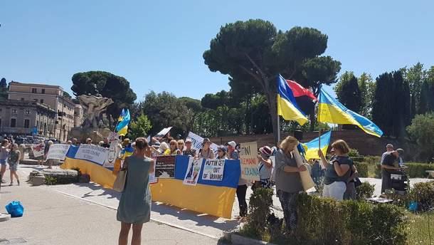 Украинская диаспора начала протест из-за визита Путина в Рим: