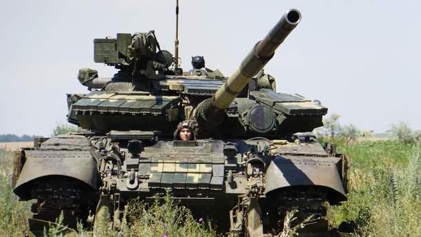 Танковые учения провели в нескольких километрах от линии соприкосновения