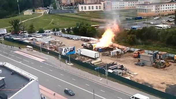 В Москве возле торгового центра взорвалась газовая заправка: 2 человека пострадали