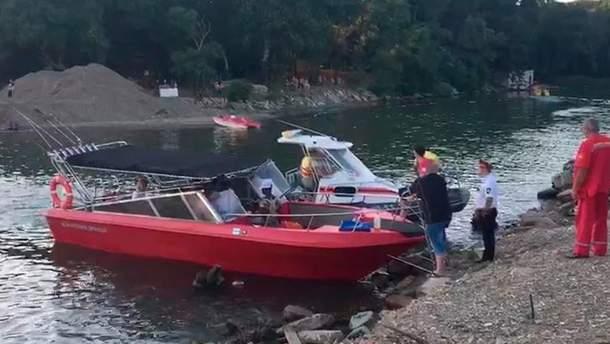 У Росії в Чорному морі перекинувся прогулянковий катамаран: дві людини загинули