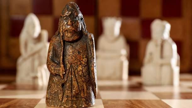 Стражник с шахмат острова Льюис