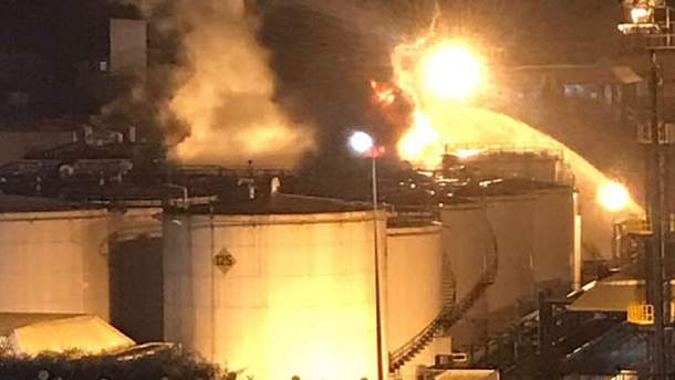 Пожежники ліквідують пожежу на хімічному заводі у Туреччині