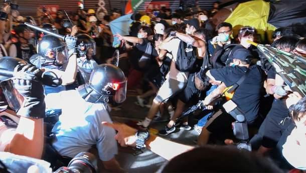 Поліція застосувала силу до мітингувальників у Гонконзі