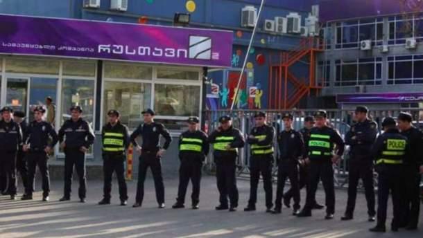 Протести під будівлею телекомпанії