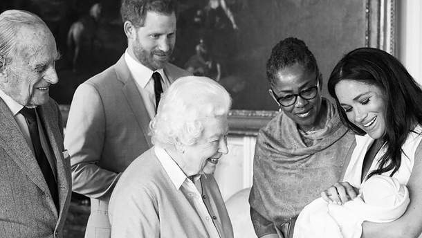Королівська сім'я з ноонародженим Арчі