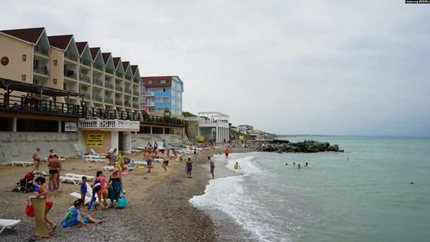 На берег Крыма выбросило тело мужчины с привязанной к нему гирей