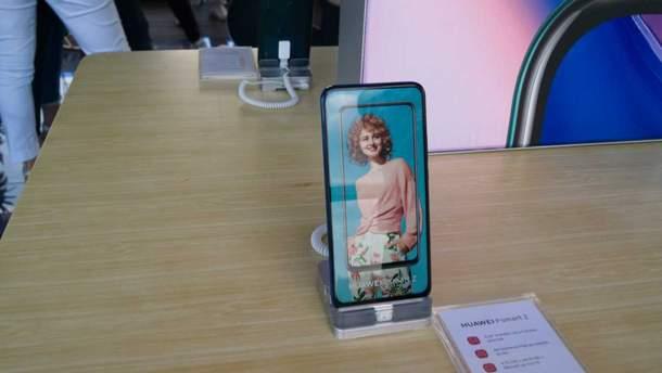 Cмартфон Huawei P smart Z представили в Україні: перший смартфон компанії з висувною камерою