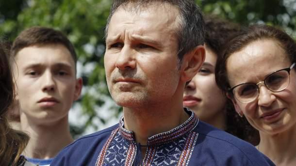 Партия Вакарчука теряет рейтинг