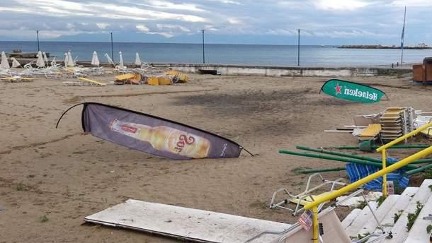 Шторм в Греции на Халкидиках – погибли туристы – фото и видео